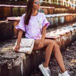 fioletowa_koszulka_w_palmy_z_flamingiem01.jpg