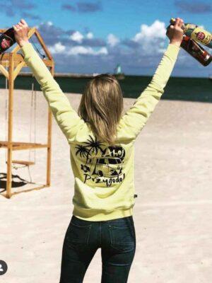 żółta bluza surferska