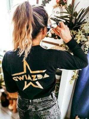 czarna bluza ze złotym nadrukiem gwiazda