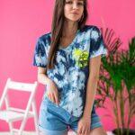 surferska koszulka tie dye Ahoj Przygodo