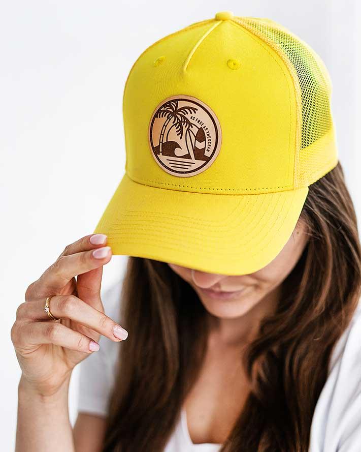 żółta czapka z daszkiem na lato damska
